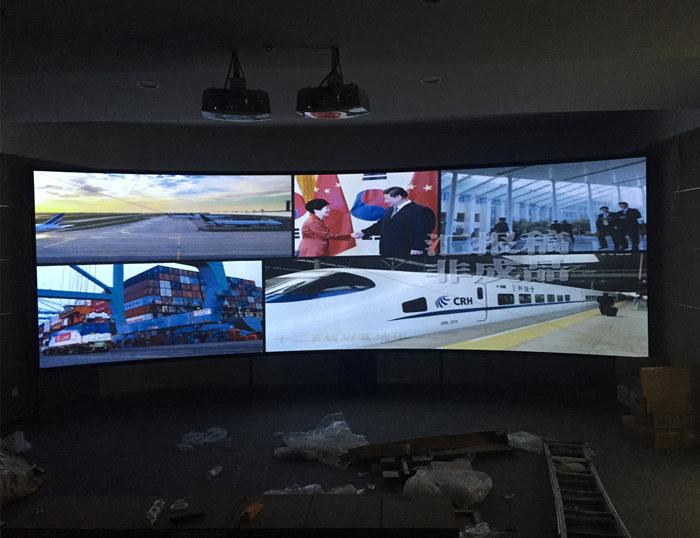 威海高铁站内某售楼处使用的立体弧形幕