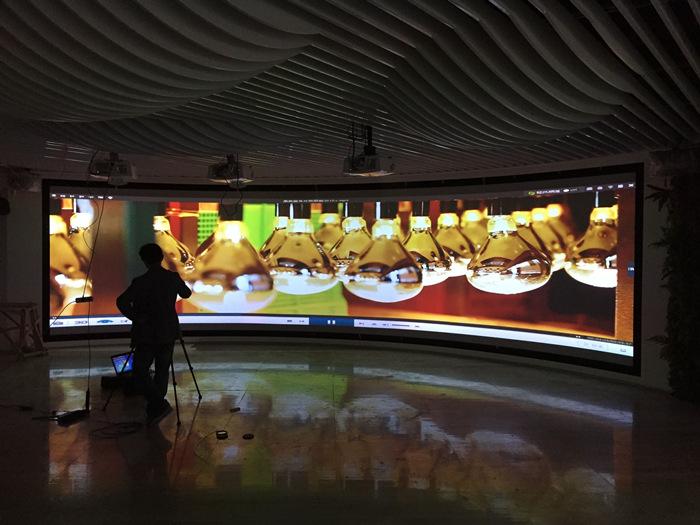 浙江鼎美电器展厅使用的弧形金属硬幕