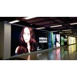高清小间距LED显示屏安装于地铁站