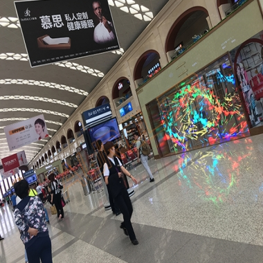 武汉透明LED显示屏的应用优势在何处?