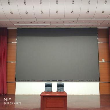武汉某单位会议室LED显示屏施工中