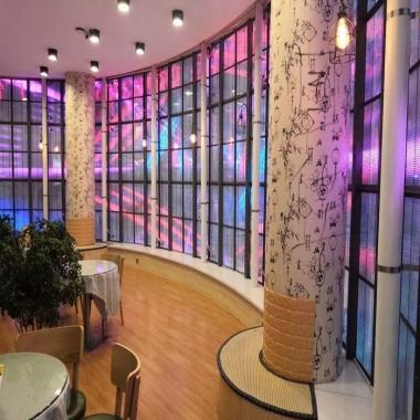 武汉巨幕透明LED显示屏成为新的投资热点,发展潜力巨大